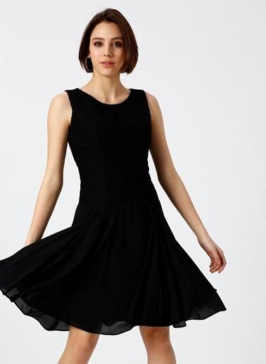 Random Sırt Dekolteli Kloş Elbise Siyah